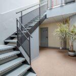 intérieur des locaux et escalier du centre d'affaires Delta Services à Tours.